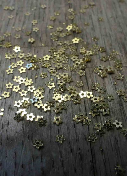 3mm METALLIC GOLD FLOWER